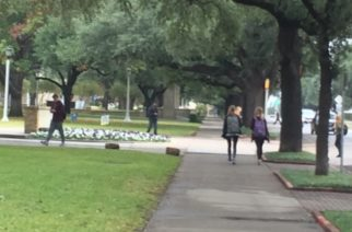 Students are back on campus. (Photo by Elizabeth Campbell.)